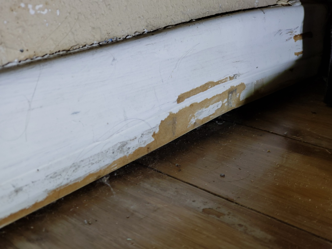 """Costa Mesa, CA - Setting of -1.5"""" with separation of baseboards."""