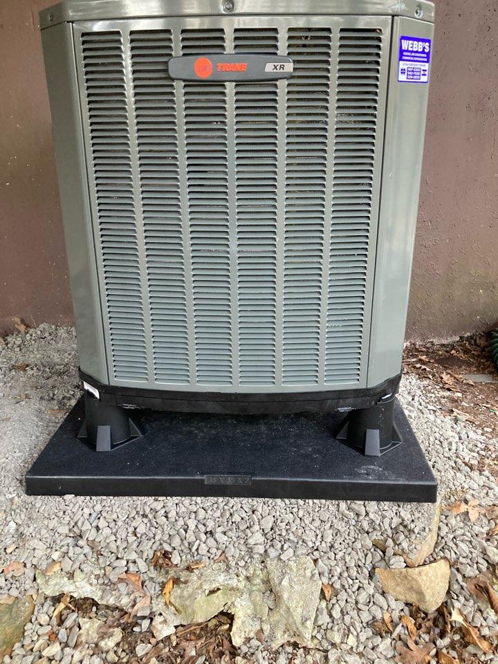Goreville, IL - Installing new Trane heat pump