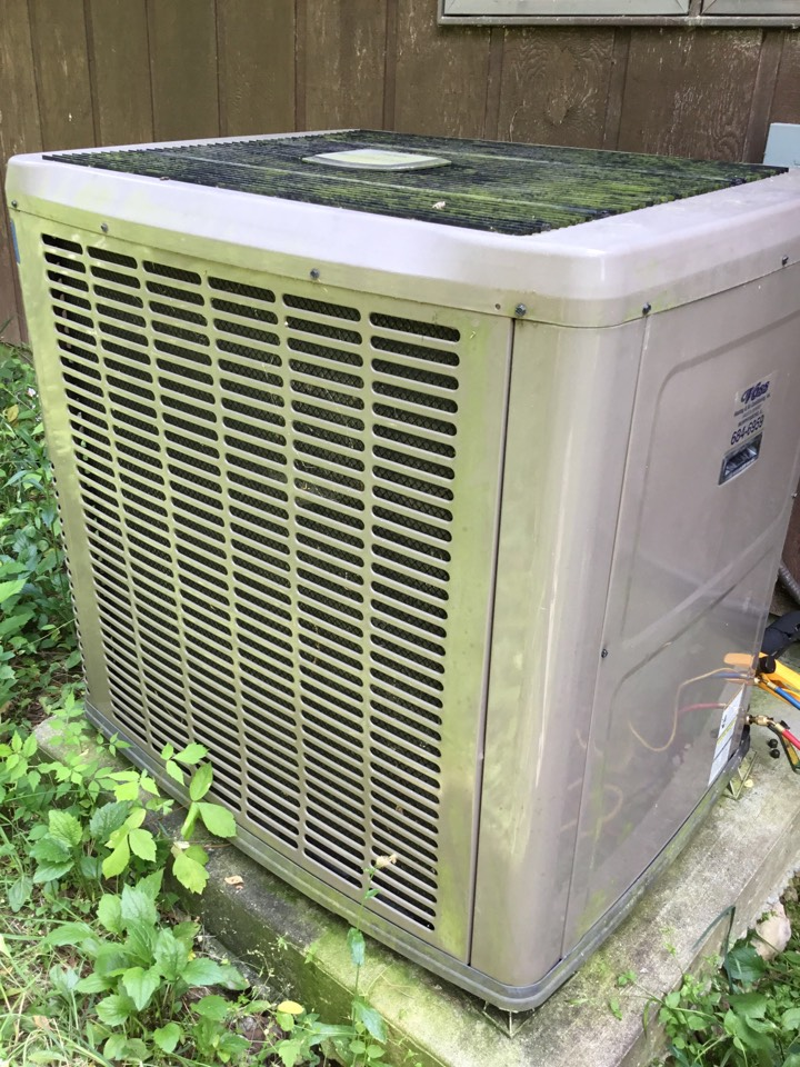 Murphysboro, IL - Webb's 25pt Annual Fall Maintenance on a York Heat Pump System.