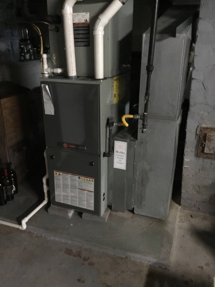 Murphysboro, IL - Webb's 25pt Annual Fall Maintenance on a Trane XT95.  90% Gas Furnace.