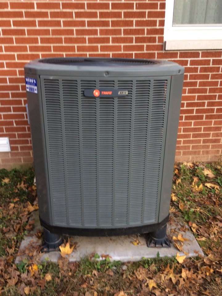 Murphysboro, IL - Webb's Annual Fall Maintenance on a Trane Heat Pump System.