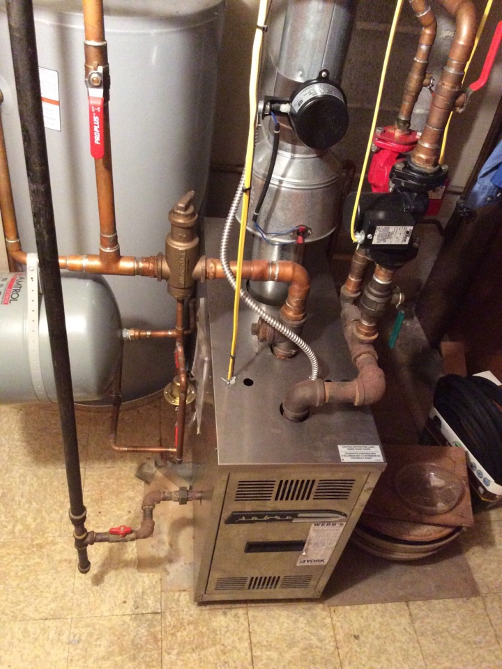 Carbondale, IL - Webb's Annual Fall Maintenance on a Sabre 80% Boiler.