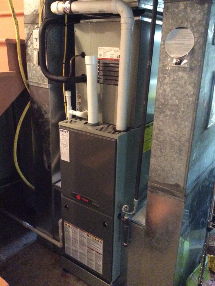 Carbondale, IL - Webb's 25pt Annual Fall Maintenance on a Trane 90% Gas Furnace & Electric Air Handler.