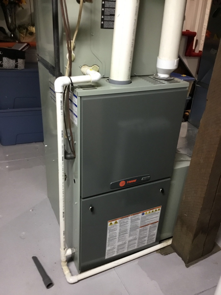 Du Quoin, IL - Webb's Annual Fall Maintenance on a Trane Dual Fuel system.