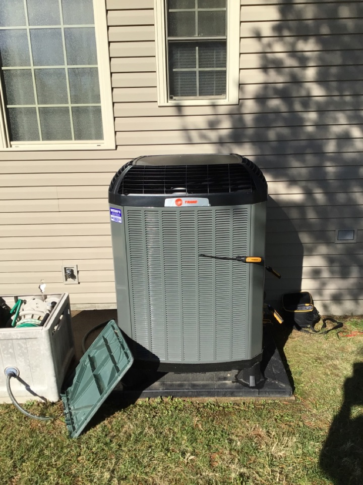 Herrin, IL - Webb's Annual Fall Clean and Check on a Trane XV Heat Pump System.