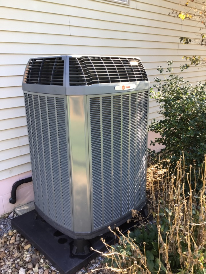 Herrin, IL - Webb's Annual Fall Maintenance on a Trane XL18i Heat Pump System.