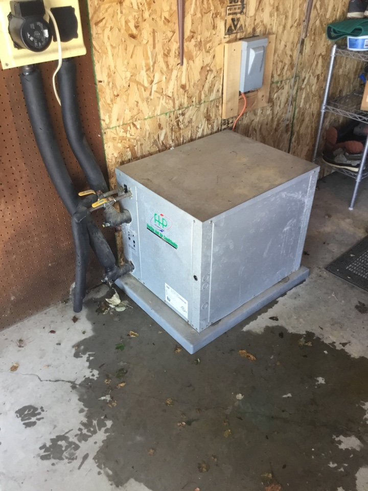Du Quoin, IL - Webb's Annual Fall Clean and Check on a Florida Heat Pump Ground source Heat pump system.