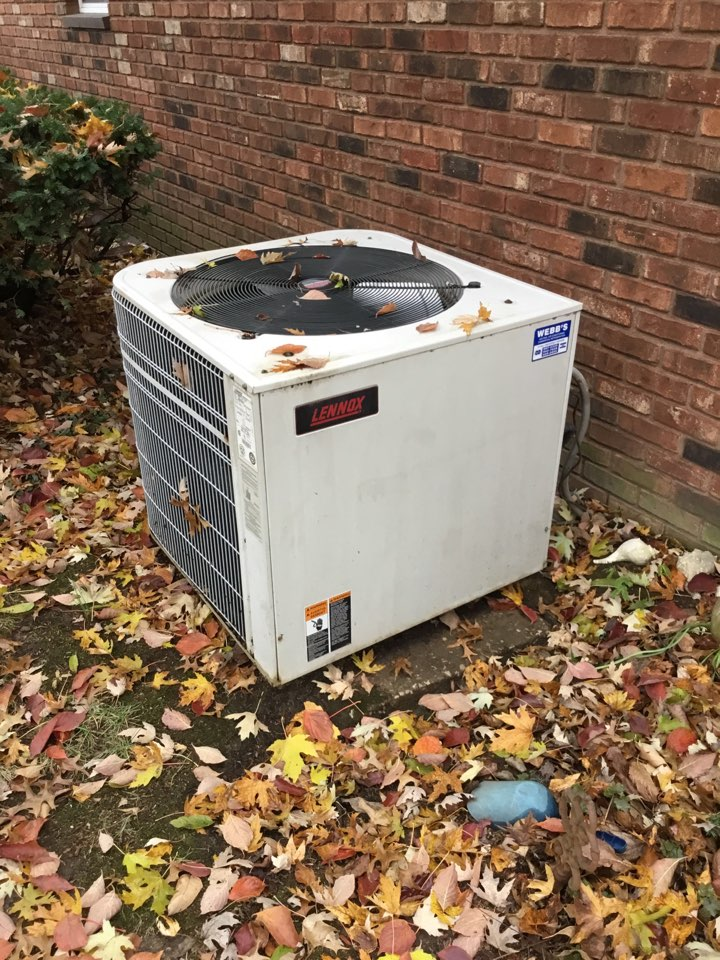 Murphysboro, IL - Webb's Annual Fall Clean and Check on a Lennox Heat Pump System.