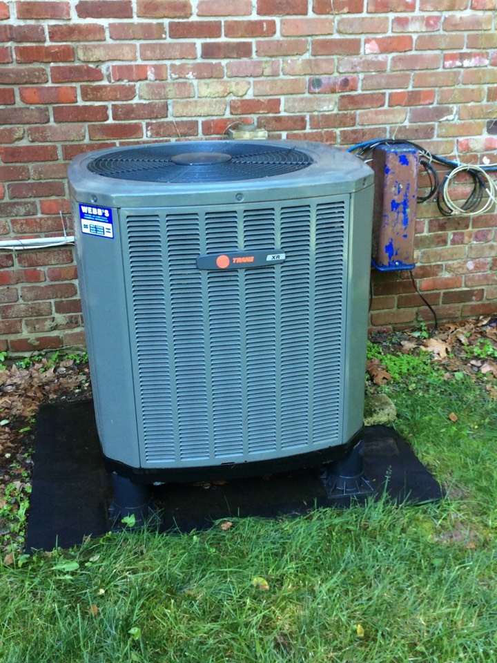 Marion, IL - Webb's Annual Fall Maintenance on a Trane XR Heat pump system.