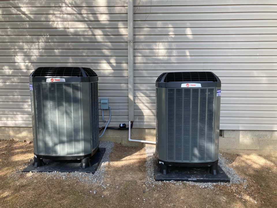Carbondale, IL - Installing 2 new Trane heat pumps .