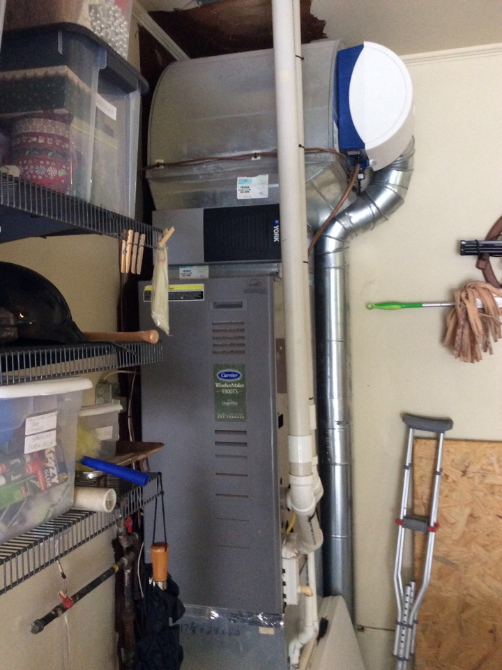 Carbondale, IL - Webb's 25pt Annual Fall Maintenance on a Carrier Weathermaker 90% Gas Furnace.