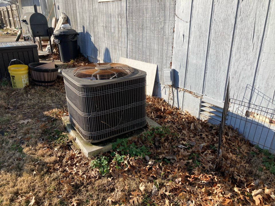 Working on a Lennox heat pump in Johnston city .