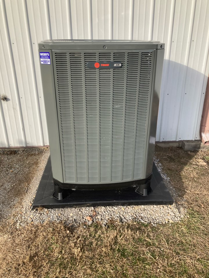 Carterville, IL - Installing new Trane heat pump