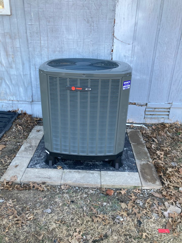 Johnston City, IL - Installing Trane heat pump