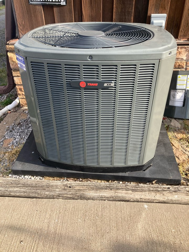 Marion, IL - Performing maintenance on a Trane XR air conditioner in Marion.