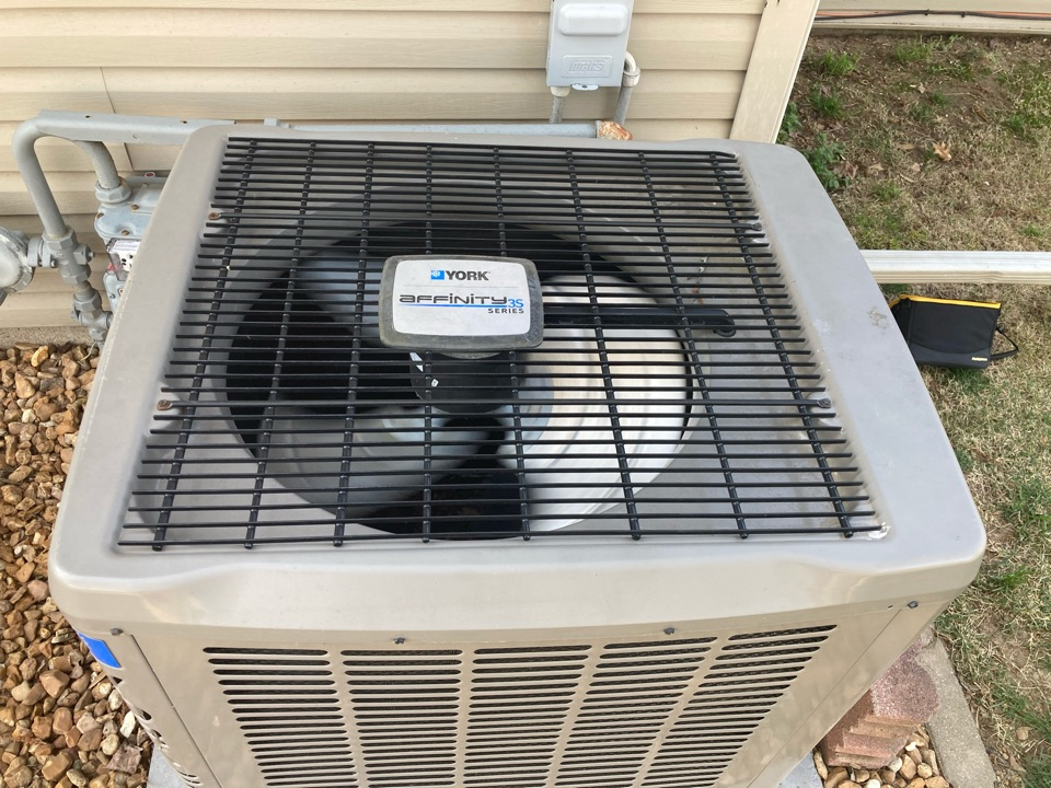 Marion, IL - Working on a York affinity air conditioner in Marion.