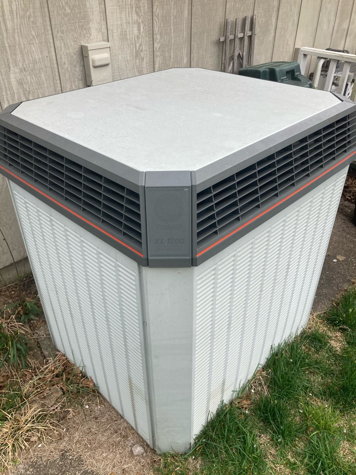 Marion, IL - Performing maintenance on a Trane XL 1200 air conditioner in Marion.