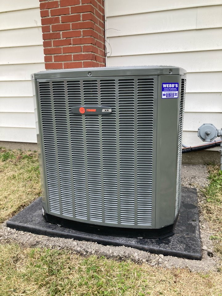 Benton, IL - Installing a new Trane gas furnace and air conditioner.