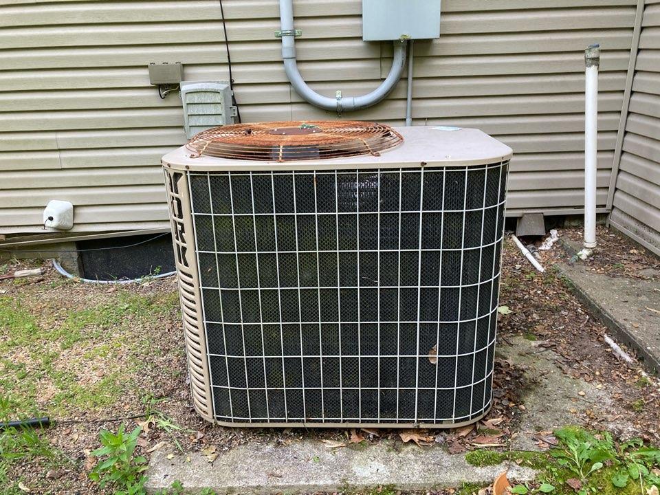 Herrin, IL - Performing maintenance on a York hybrid heat pump in Herrin.