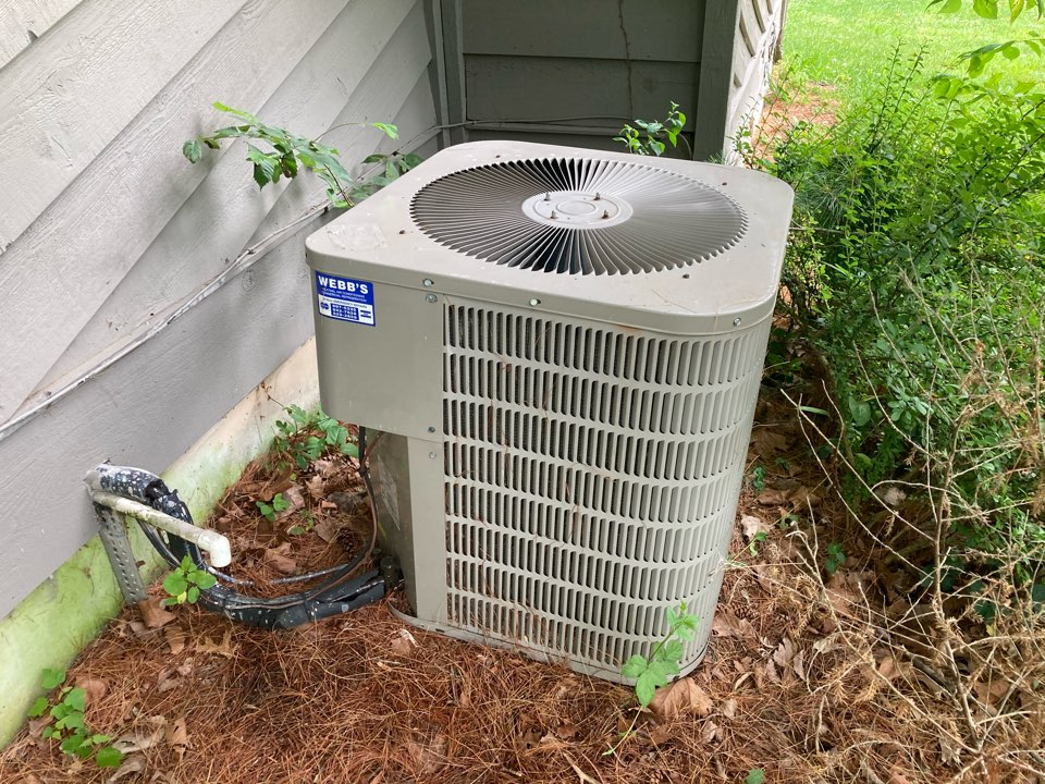 Carbondale, IL - Performing maintenance on a Janitrol air conditioner in Carbondale
