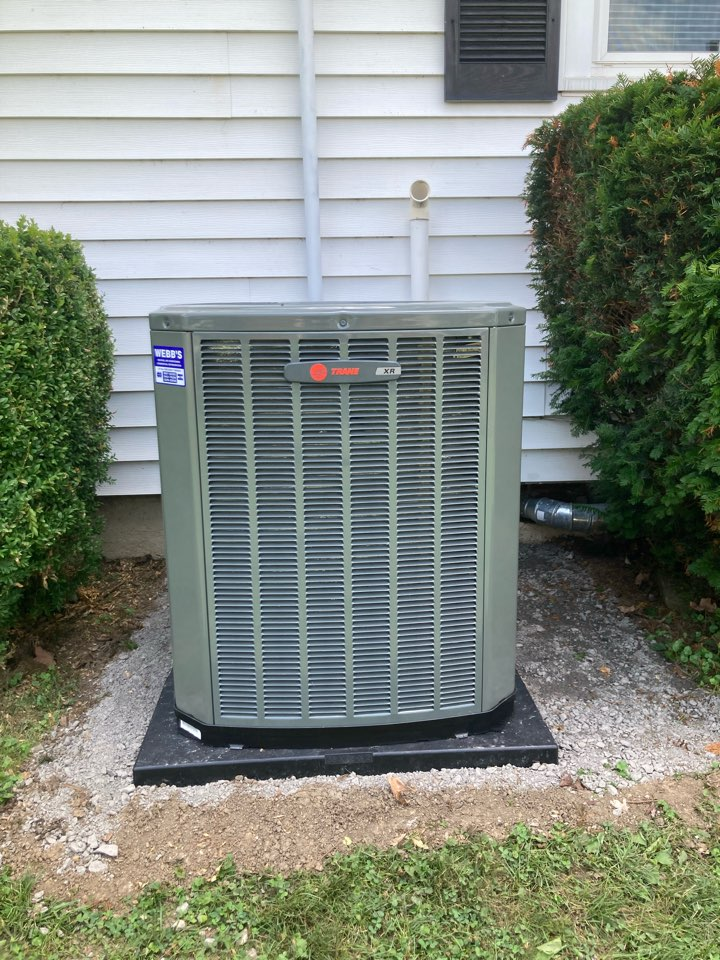 Goreville, IL - Installing a new Trane air conditioner and gas furnace