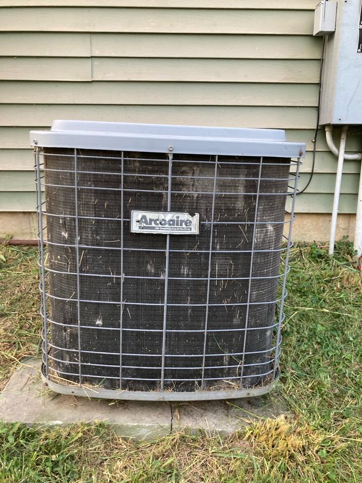 Carterville, IL - Diagnostic on an Arcoaire air conditioner.