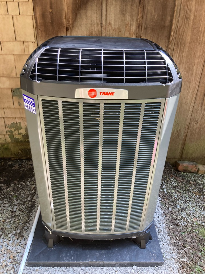Makanda, IL - Installing a new Trane heat pump
