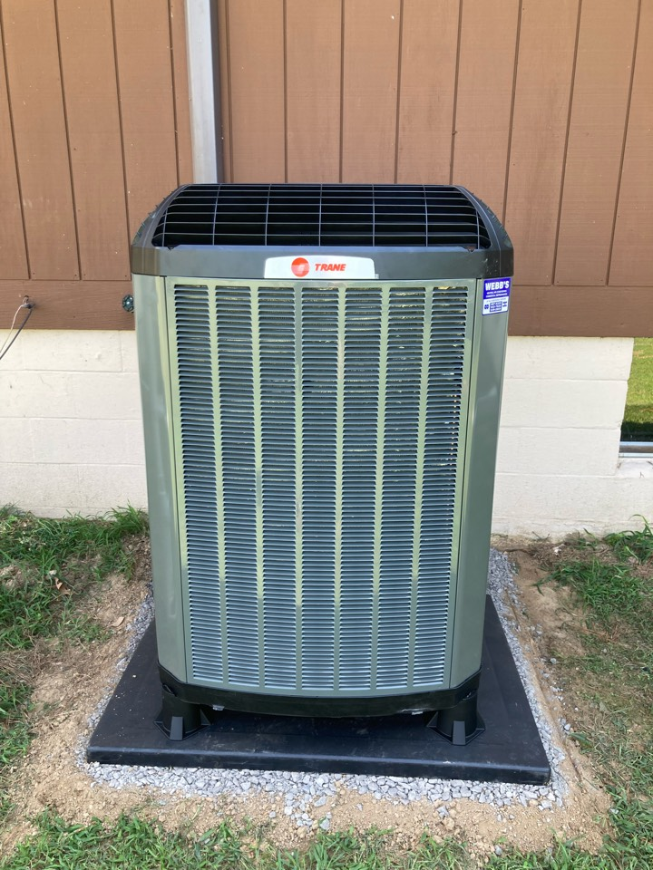 Carbondale, IL - Installing a new Trane heat pump