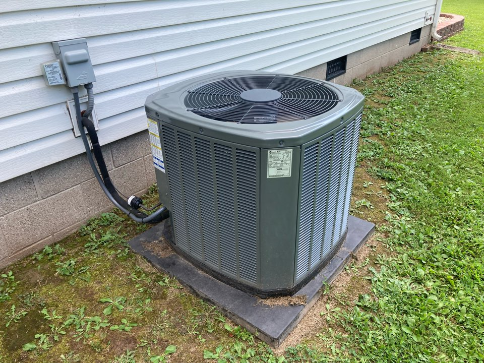 Benton, IL - Working on a Trane air conditioner in Benton.