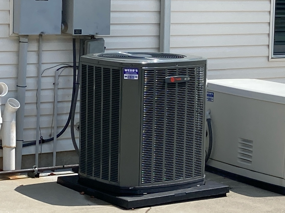 Marion, IL - Performing maintenance on Trane air conditioners and a Generac generator in Marion.