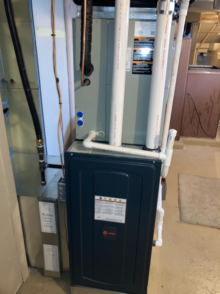 Harrisburg, IL - Installing a new Trane air conditioner and gas furnace.
