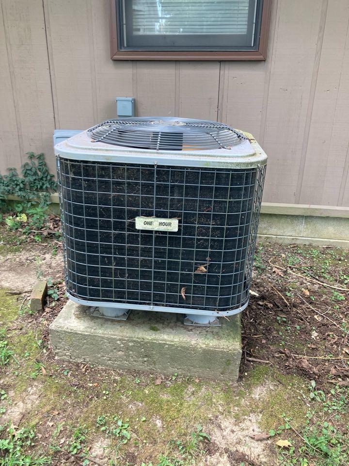 De Soto, IL - Diagnostic on a carrier heat pump