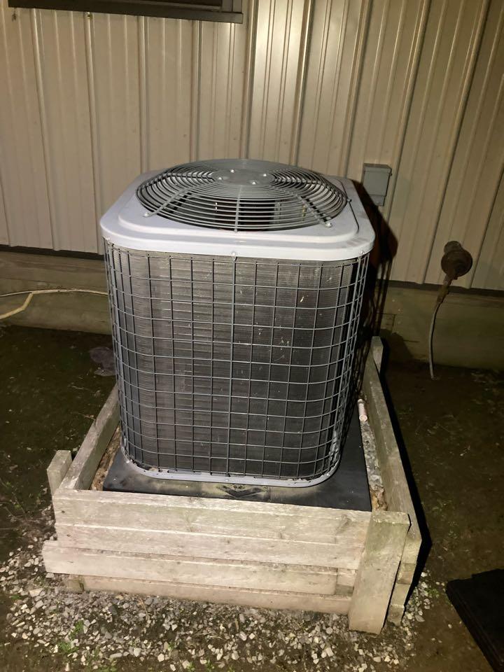 Benton, IL - Diagnostic on a carrier air conditioner