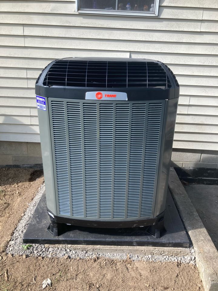 Carterville, IL - Installing a new Trane heat pump