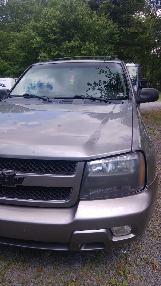 Brodheadsville, PA - Replaced windshield for a customer at her home on a Chevy Trailblazer