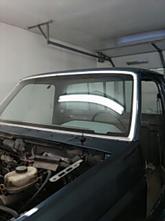 Walnutport, PA - Installed windshield on Ford F250 for Greens Garage in Walnutport, PA
