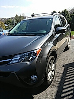 Schnecksville, PA - Replaced windshield on to Rav4 for a customer at their house