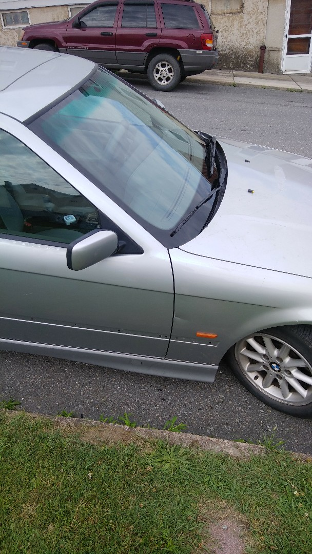 Lansford, PA - Replaced windshield on BMW 328 for a customer at their home