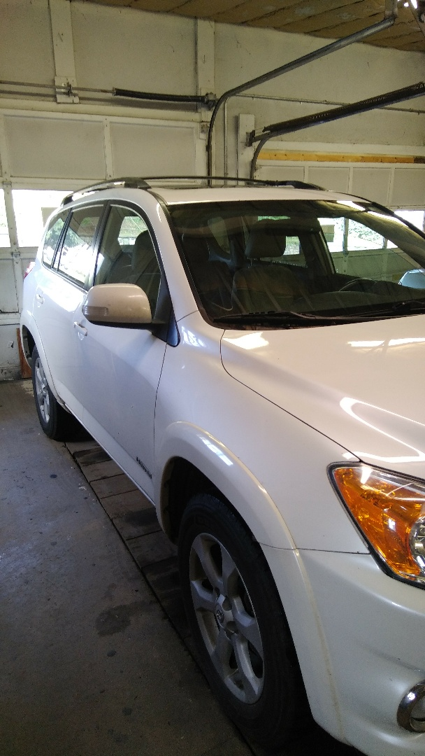 Lehighton, PA - Replaced windshield on Toyota Rav4 for a customer in the shop
