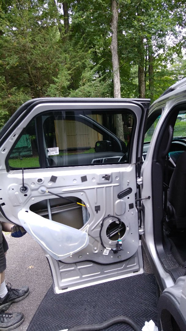 Kunkletown, PA - Replaced broken door glass for a customer through their AllState Insurance on their Ford Explorer