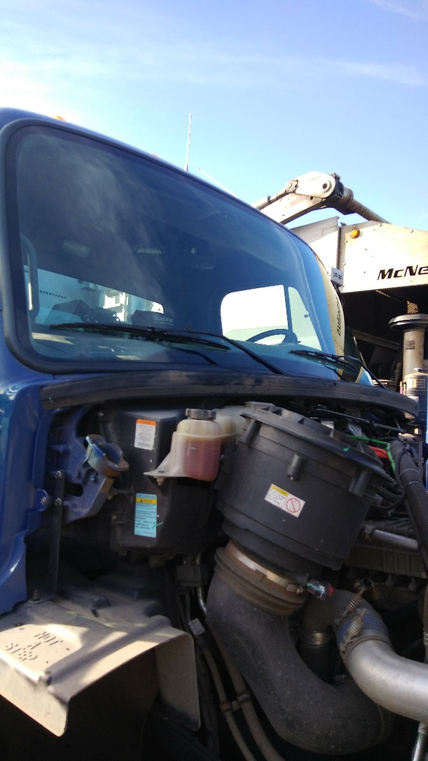 Kunkletown, PA - Replaced windshield on Freightliner 114SD for County Waste for the exact price quoted