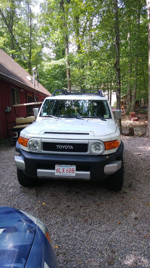 Nesquehoning, PA - Replaced windshield on Toyota FJ CRUISER for a customer and processed the claim through Geico