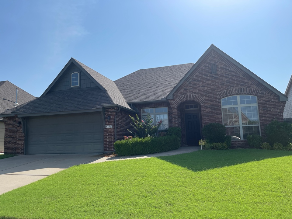 Tulsa, OK - Roof repair in broken Arrow. Call Arrowhead for a free estimate on all of your roofing, siding and painting projects.