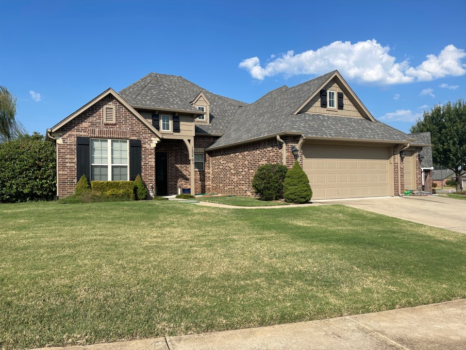 Jenks, OK - Siding estimate in Jenks. call Arrowhead Roofing for your free estimate today