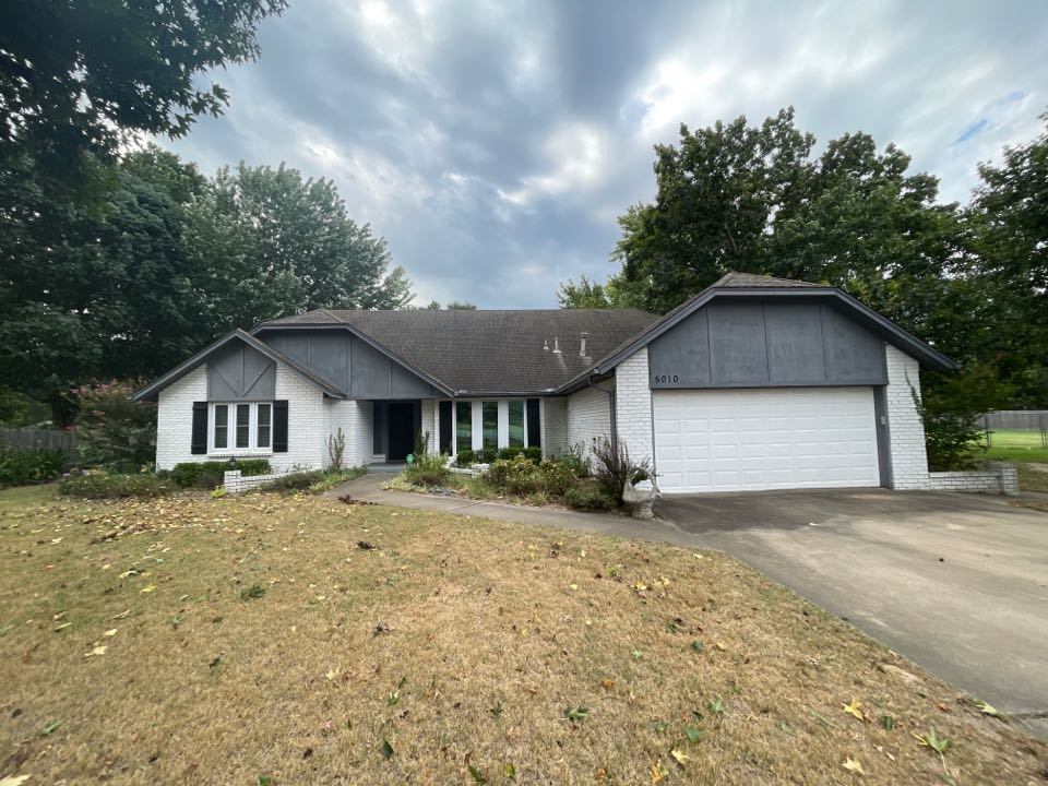 Broken Arrow, OK - New roof estimate and Tulsa. Call Arrowhead roofing for a free estimate.