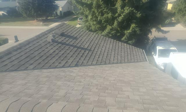 Edmonton, AB - GAF Timberline HD In Weatherwood. Great color selection for this bungalow!
