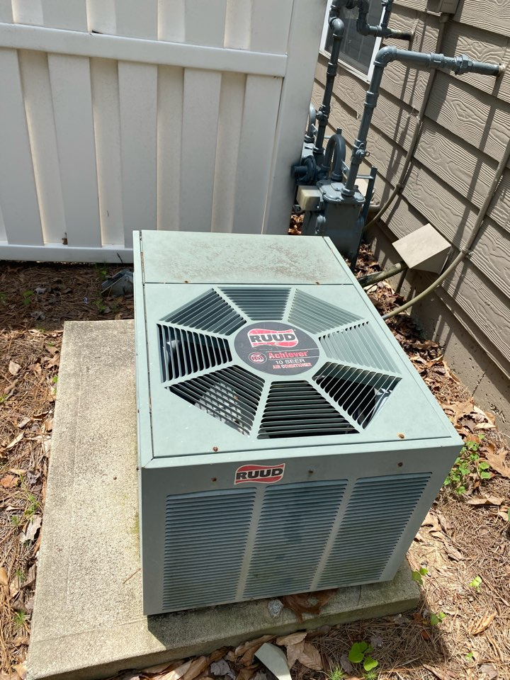 Atlanta, GA - Found system 3lbs low on refrigerant. Added refrigerant and a dye pack. System is cooling at this time.