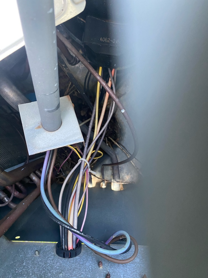 Villa Rica, GA - Support bracket for the CFM wires fell off and the Cap was burned on the common side.