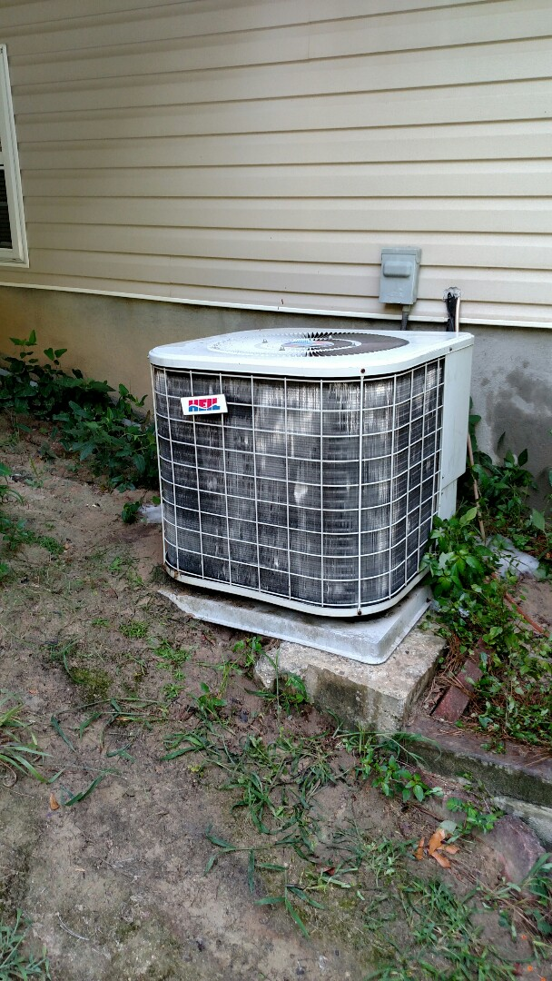 Braselton, GA - Performing cooling check on this 18 year old Heil heat pump. Chemical flushing condenser coils. Replacing bad capacitor and contactor to get unit running.