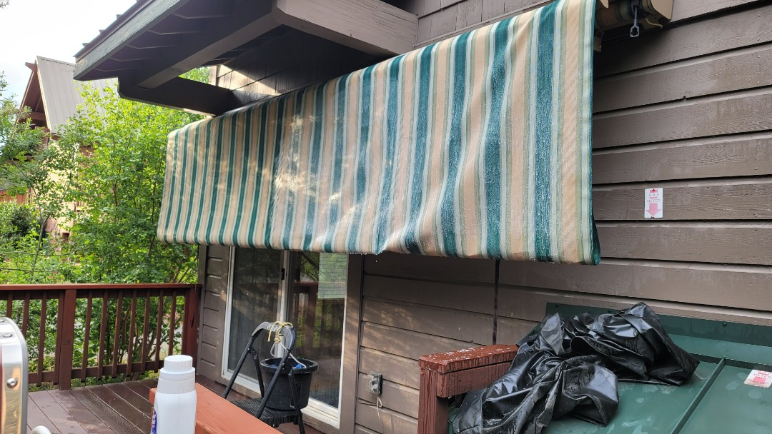 Truckee, CA -  Here is a Sunesta Retractable,  Sunlight model. It was installed in 2010 and it was time for its cleaning. The only maintenance an awning needs is to have the fabric cleaned. Acrylic fabric,  from Sunbrella or Sattler is warrantied for 10 years against fading,  rotting or mildew....but the fabric needs to be cleaned, if not the dirt will build up and it will grow something on your fabric. Call Awning Pros and they can clean your fabric and frame and have it looking like new in a few hours.